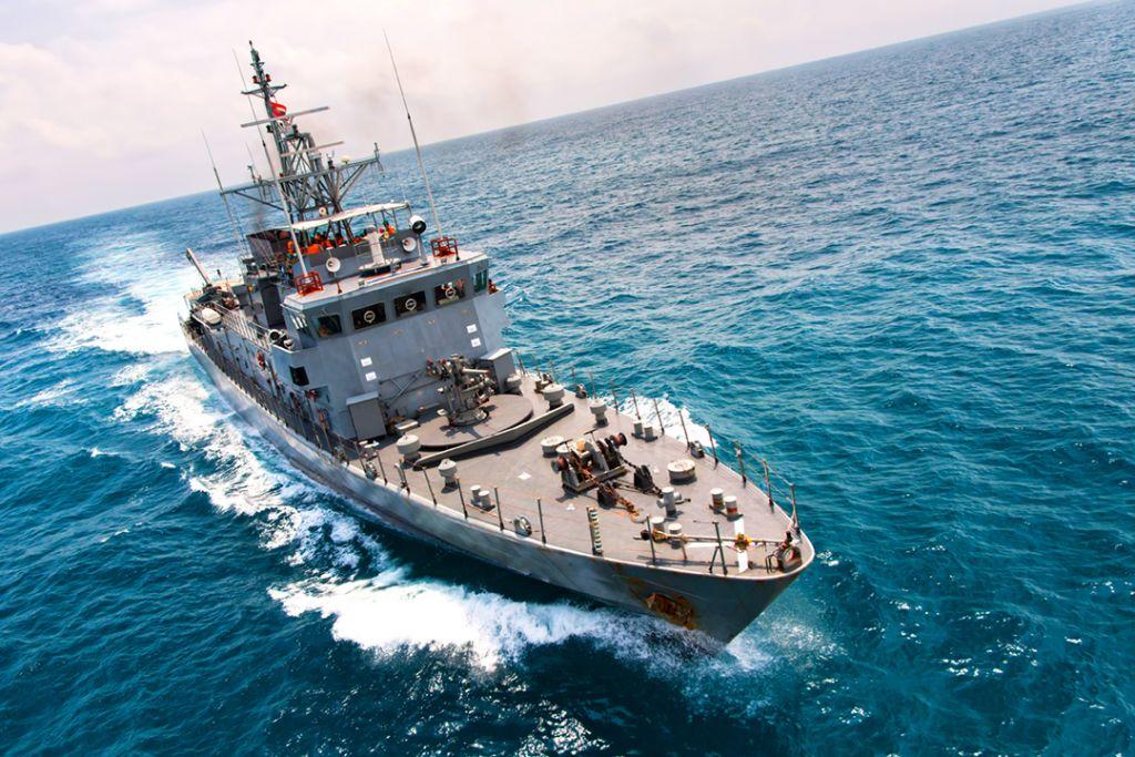 bateau_militaire